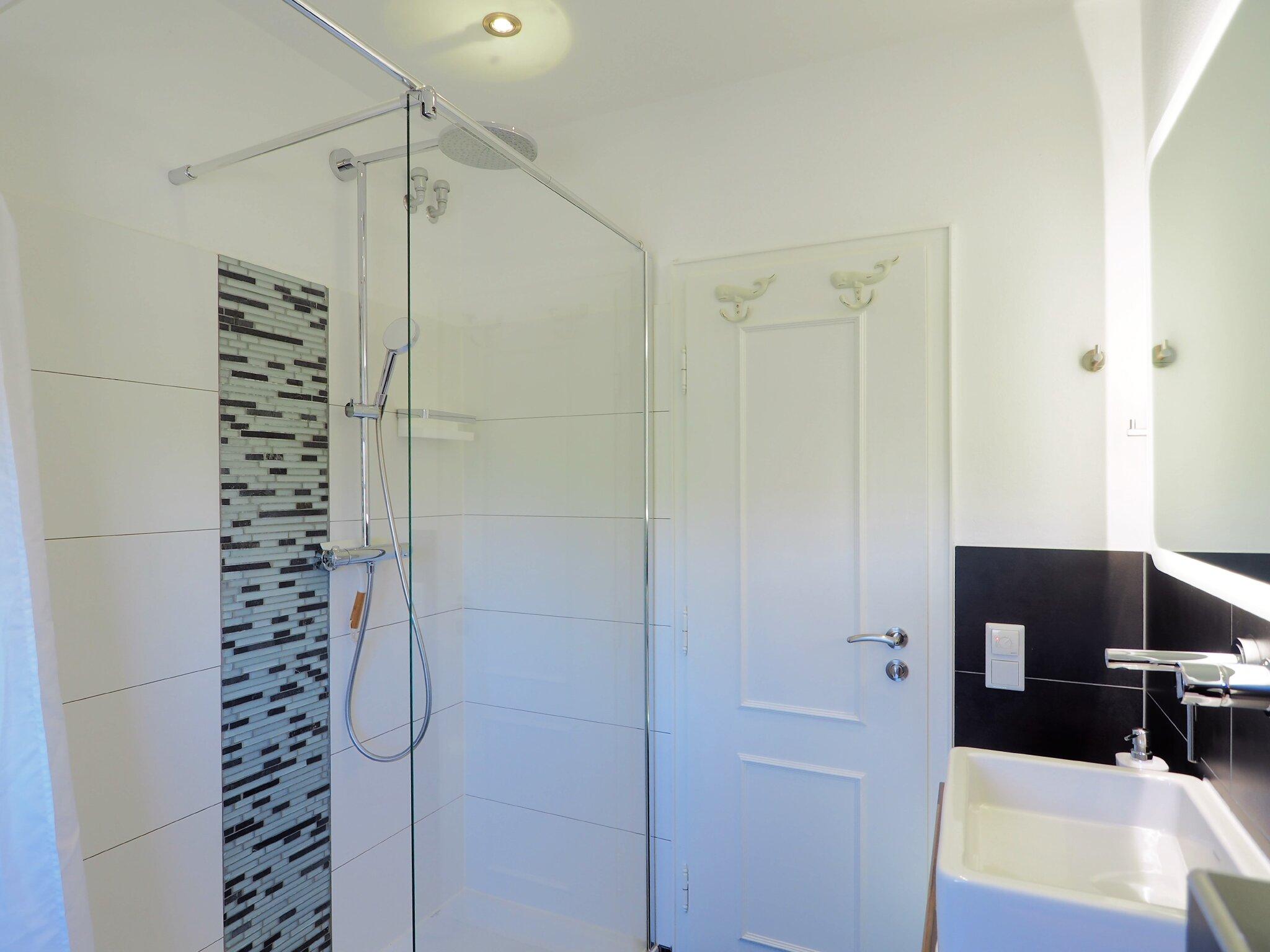 DG: 2 Einzelbetten 90x200 cm