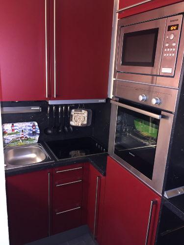 ...komplett ausgestattete Küche (2010)