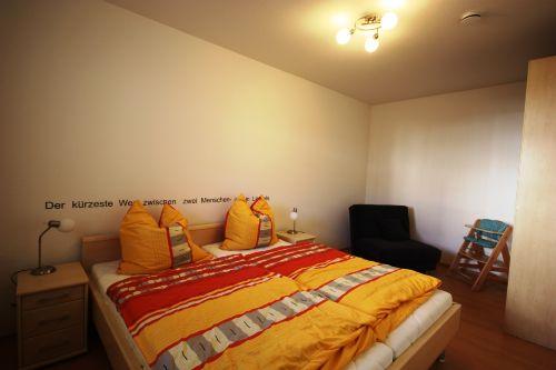 Schlafzimmer mit viel Platz