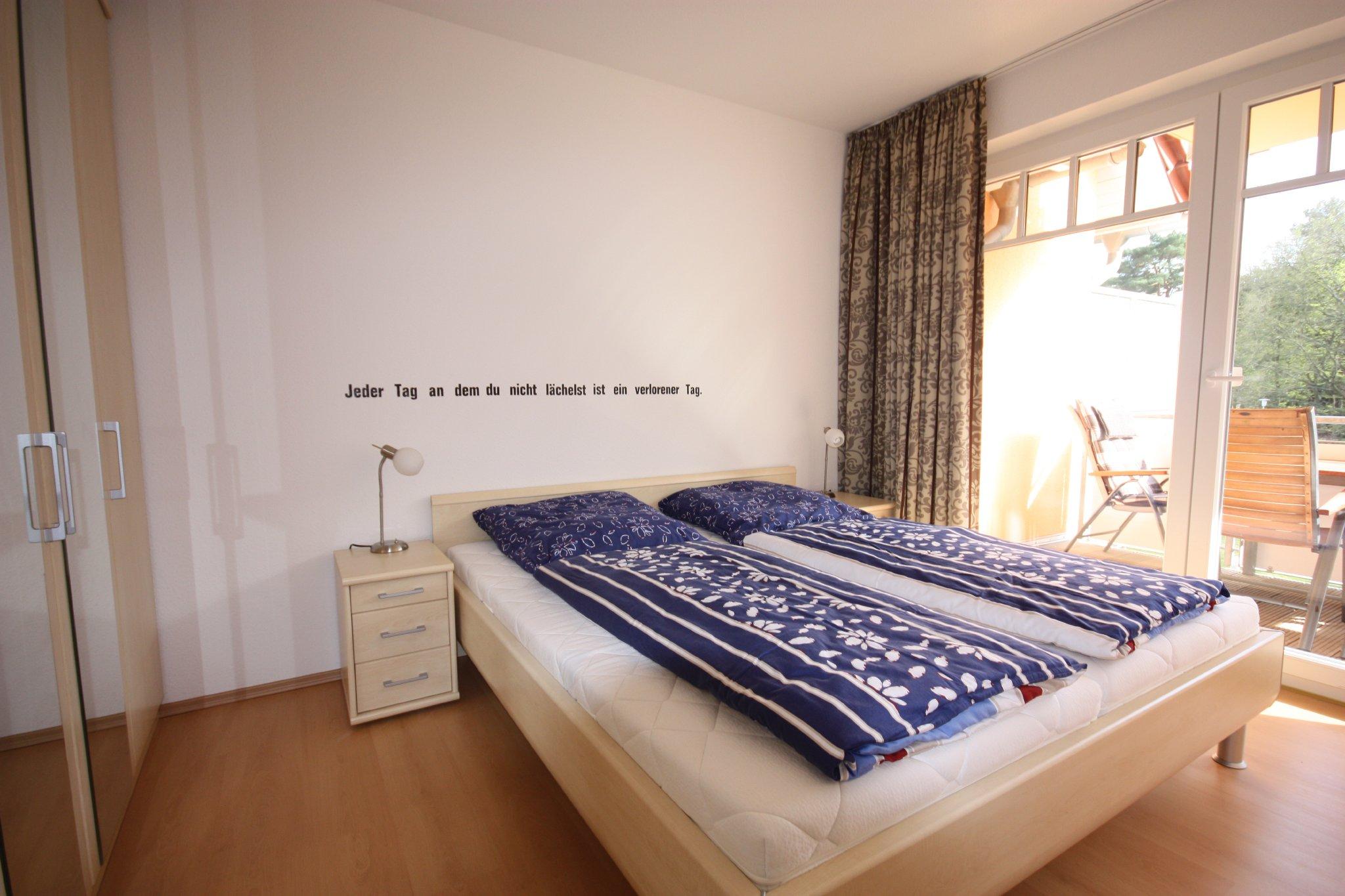 Schlafzimmer 1 mit Doppelbett