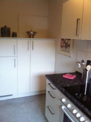 Küche mit Kühl-/Gefrierkombi
