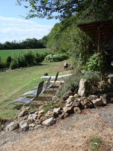 Liegestühle mit Garten