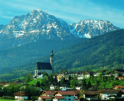 Ortskirche mit Hochstaufen