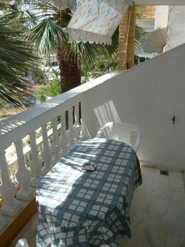 Jeder Balkon mit Sitzgelegenheit/Markise