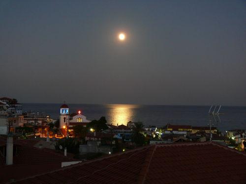 Blick über Sarti - Bummeln am Abend