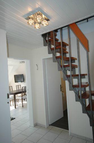 Flur mit Treppe zum Schlafzimmer OG