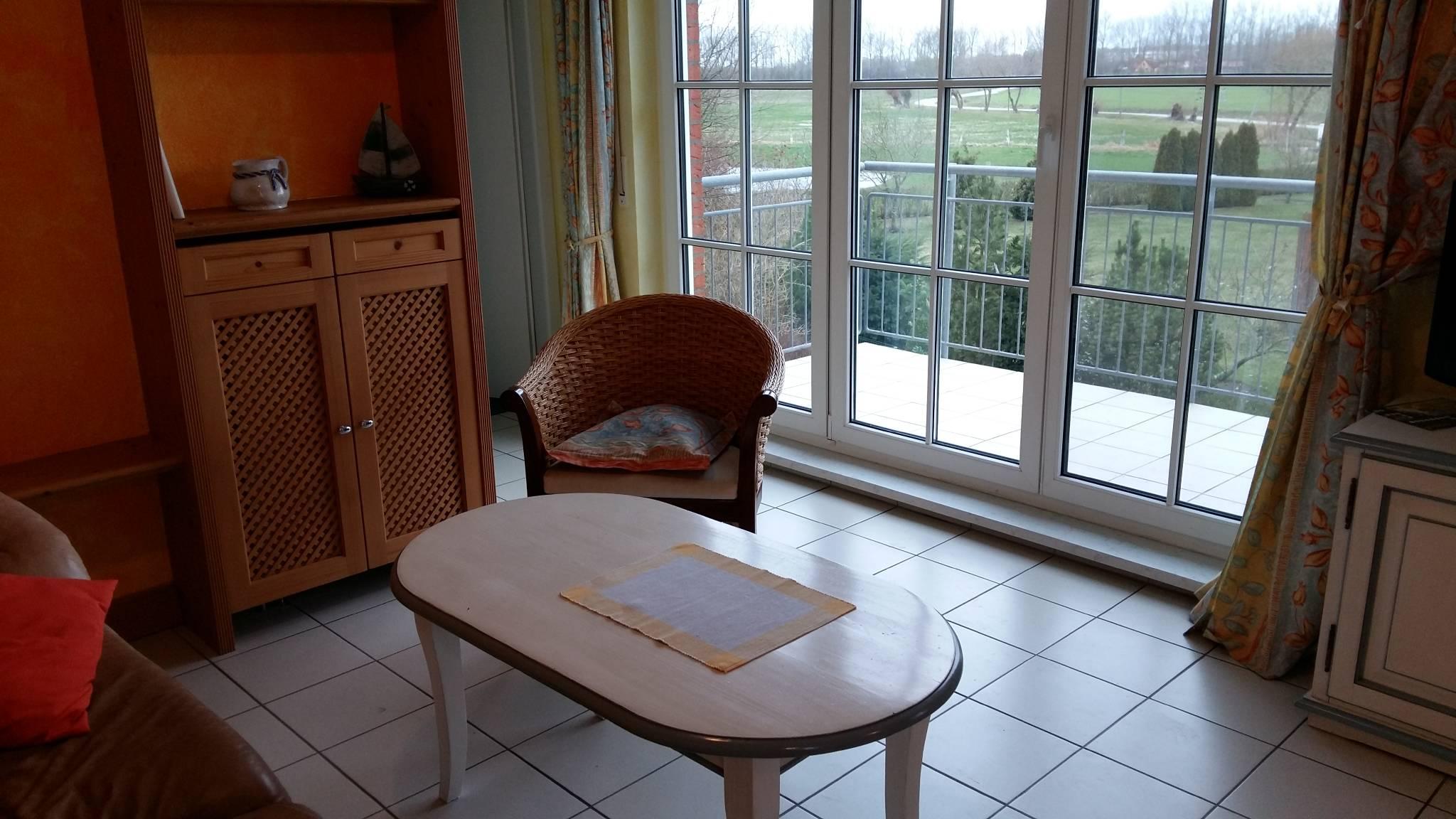 Wohnbereich mit Zugang zum Balkon