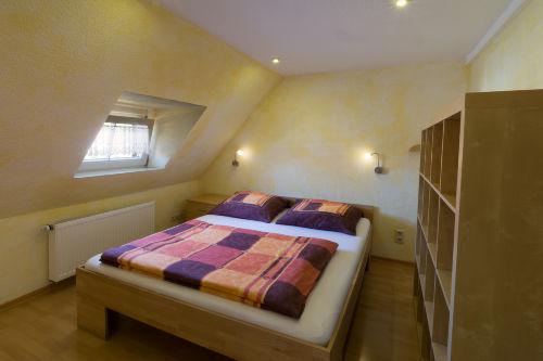 Schlafzimmer Bett für 2 Gäste