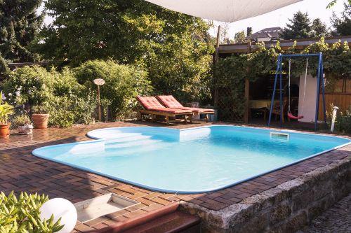 Garten mit Pool zum erfrischen