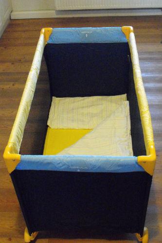 Neu: Kinderbett und Stuhl zustellbar.