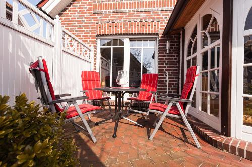 Terrasse mit Wintergarten