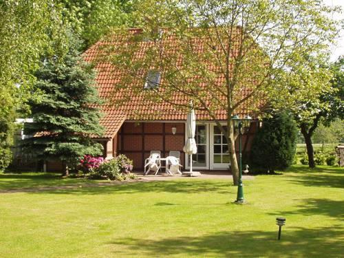 Blick in den Garten mit unserem Haus