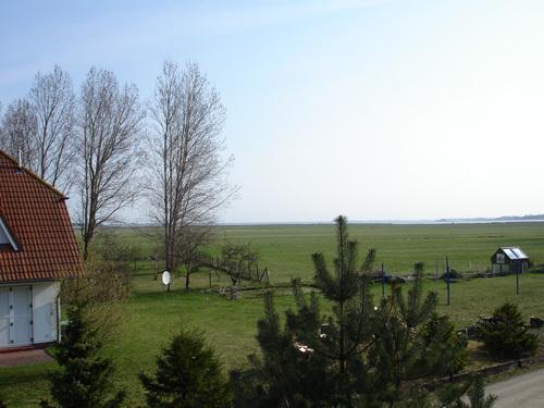 Fensterblick nach Nordost zum Bodden