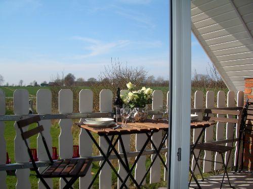 Balkon, Weitblick über Wiesen und Felder