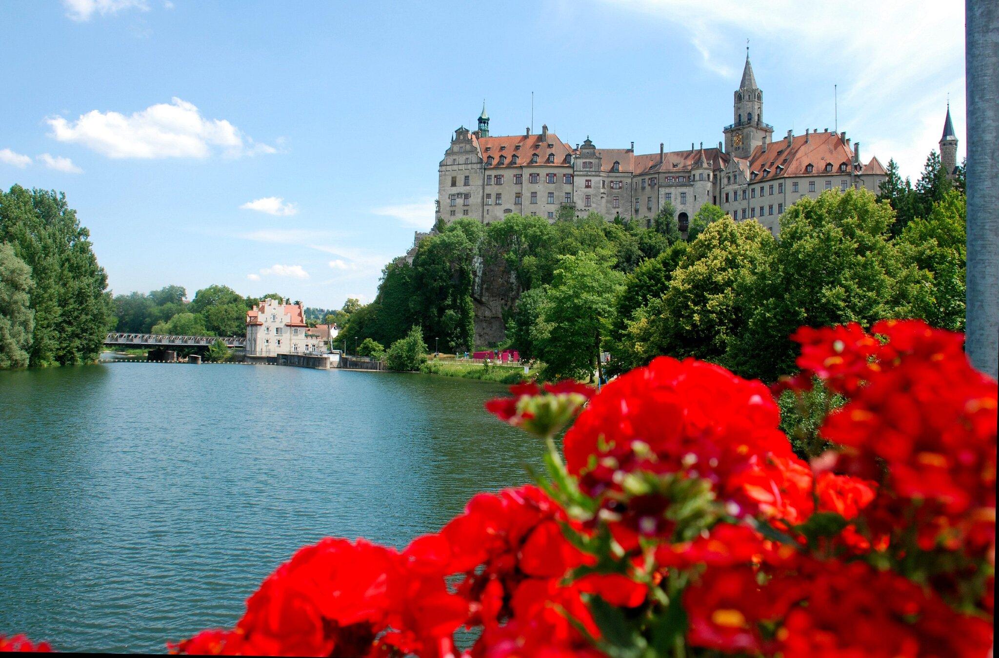 unser Hohenzollernschloss an der Donau