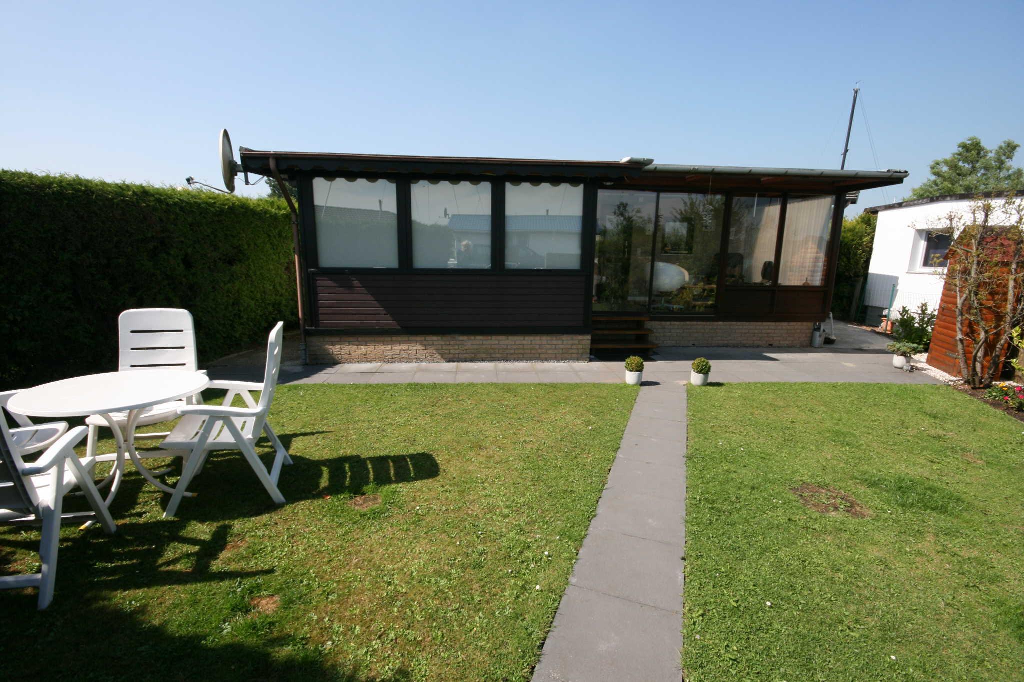 Chalet mit Terrasse und Wiese
