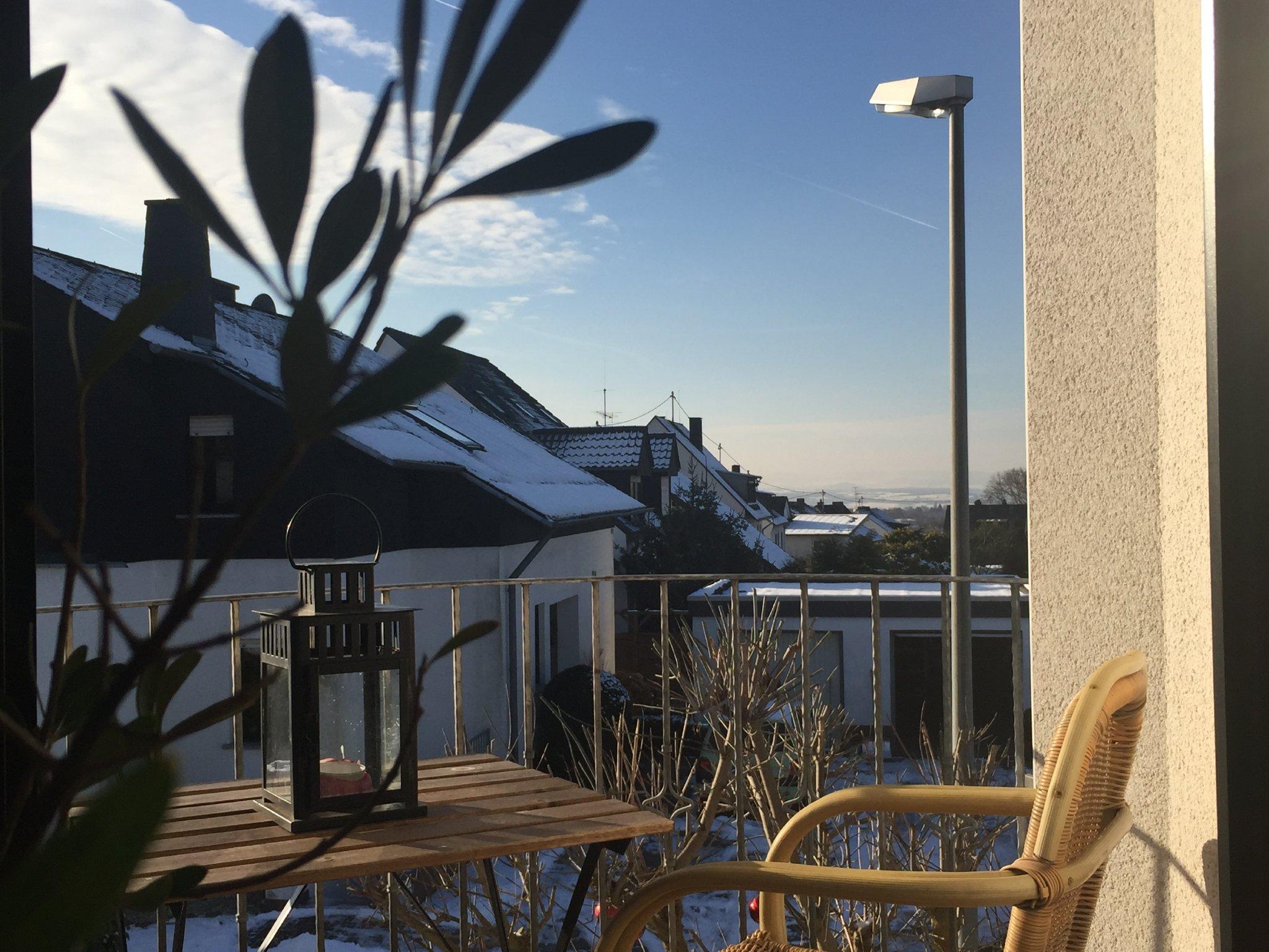 Blick vom Ostbalkon aus in den Garten