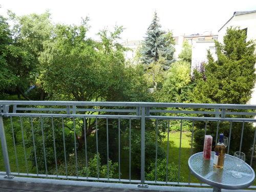Die Sicht vom Balkon ins Grüne