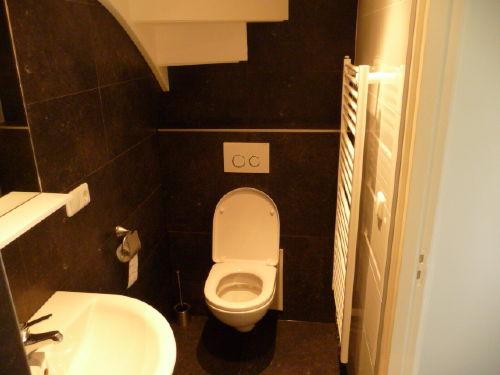 Badezimmer mit Douche und WC