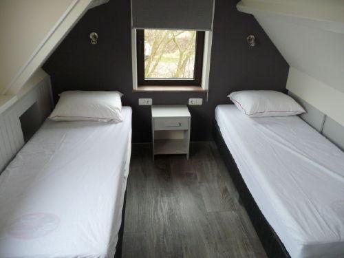 Schlafzimmer oben (2 Personen)