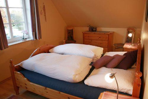 Schlafzimmer 1 (Wohnung Carina)