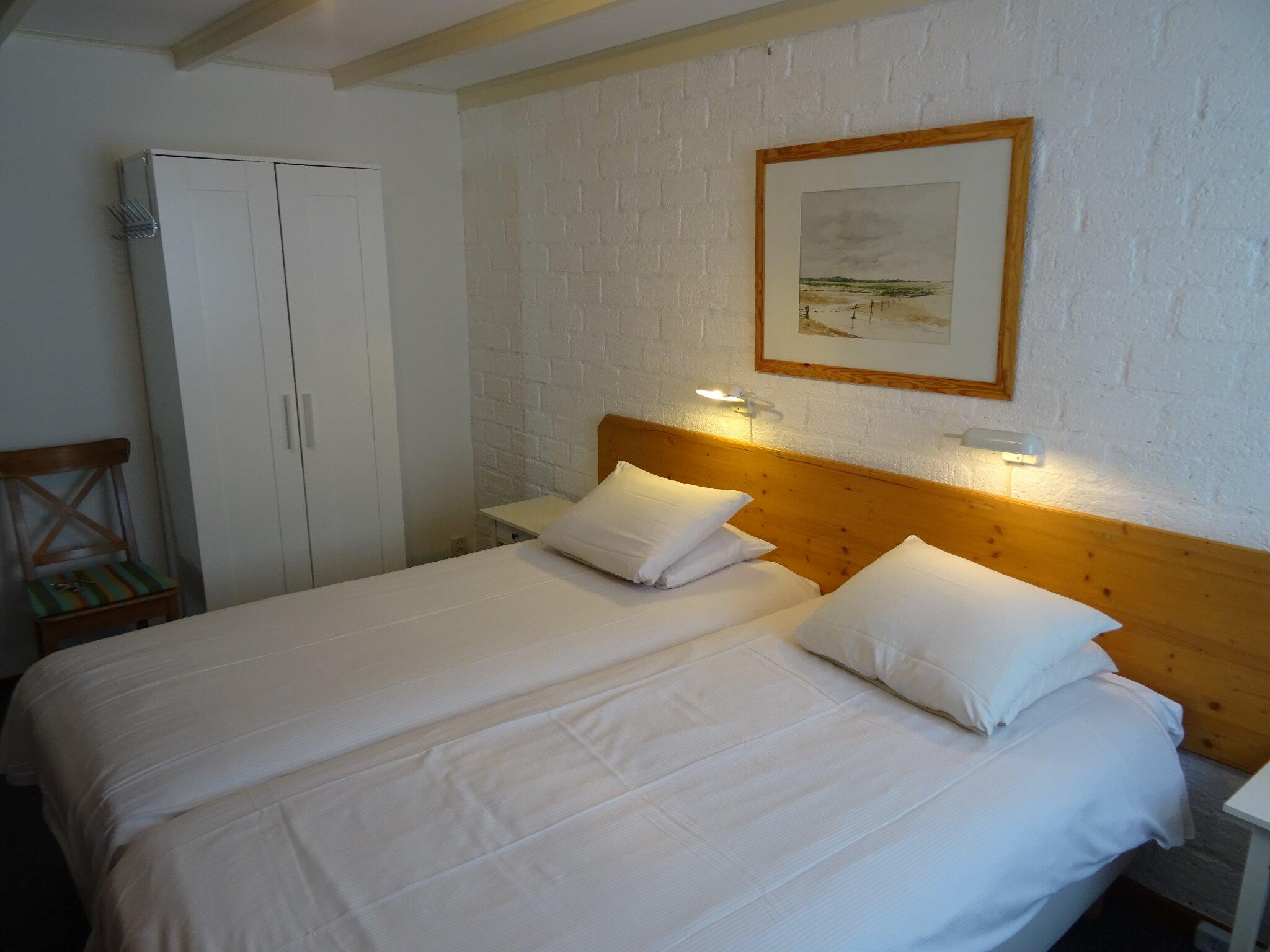 Elternschlafzimmer lange Betten 2x2.20
