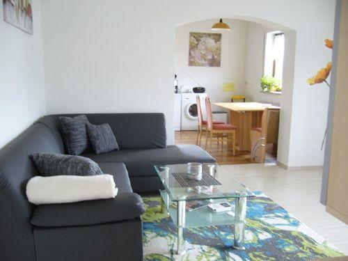 Wohnzimmer mit Durchgang Küche