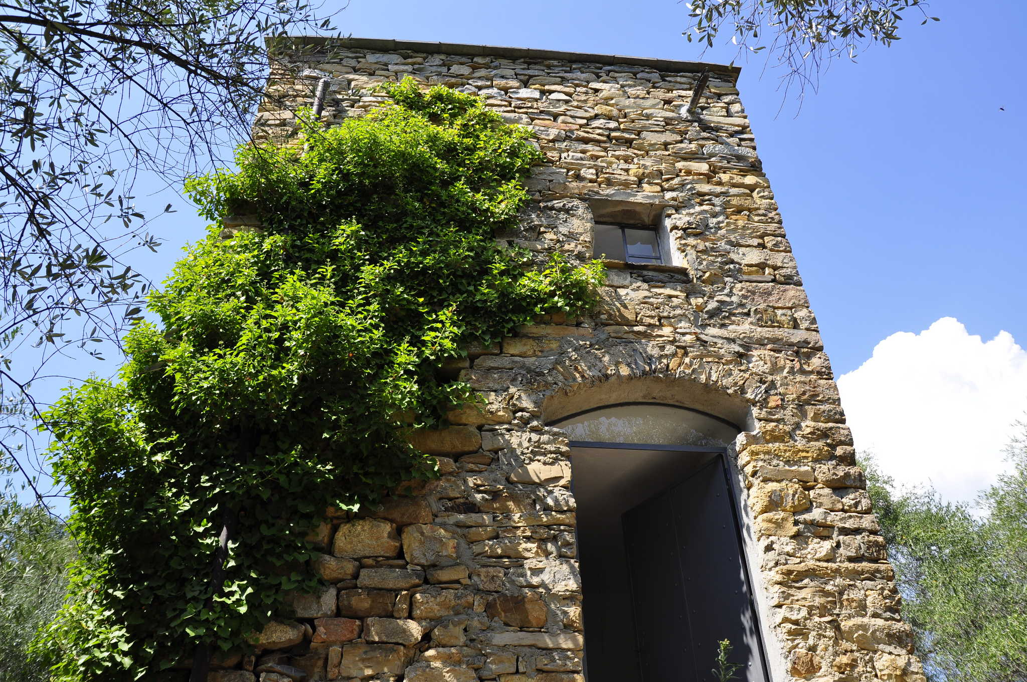 Ostseite des Turms