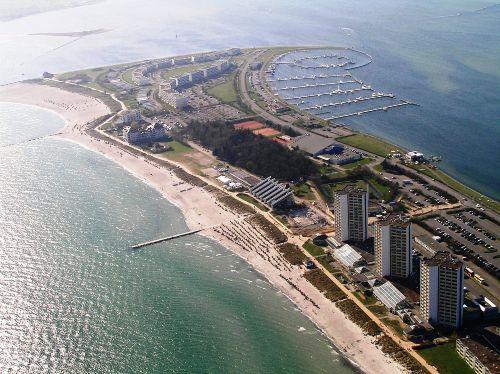 Südstrand mit Yachthafen