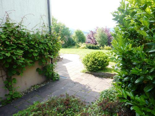 Terrassenbereich mit Blick auf Garten