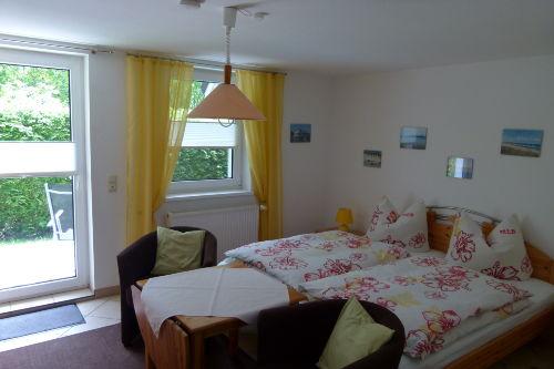 Wohn-/Schlafzimmer mit Doppelbett