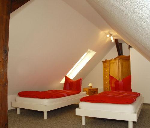 Einzelbetten unterm Dach