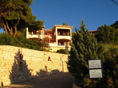 Studios und Eingang der Villas Cavo