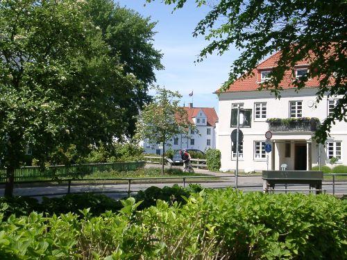 Blick vom Grundstück auf das Schloss