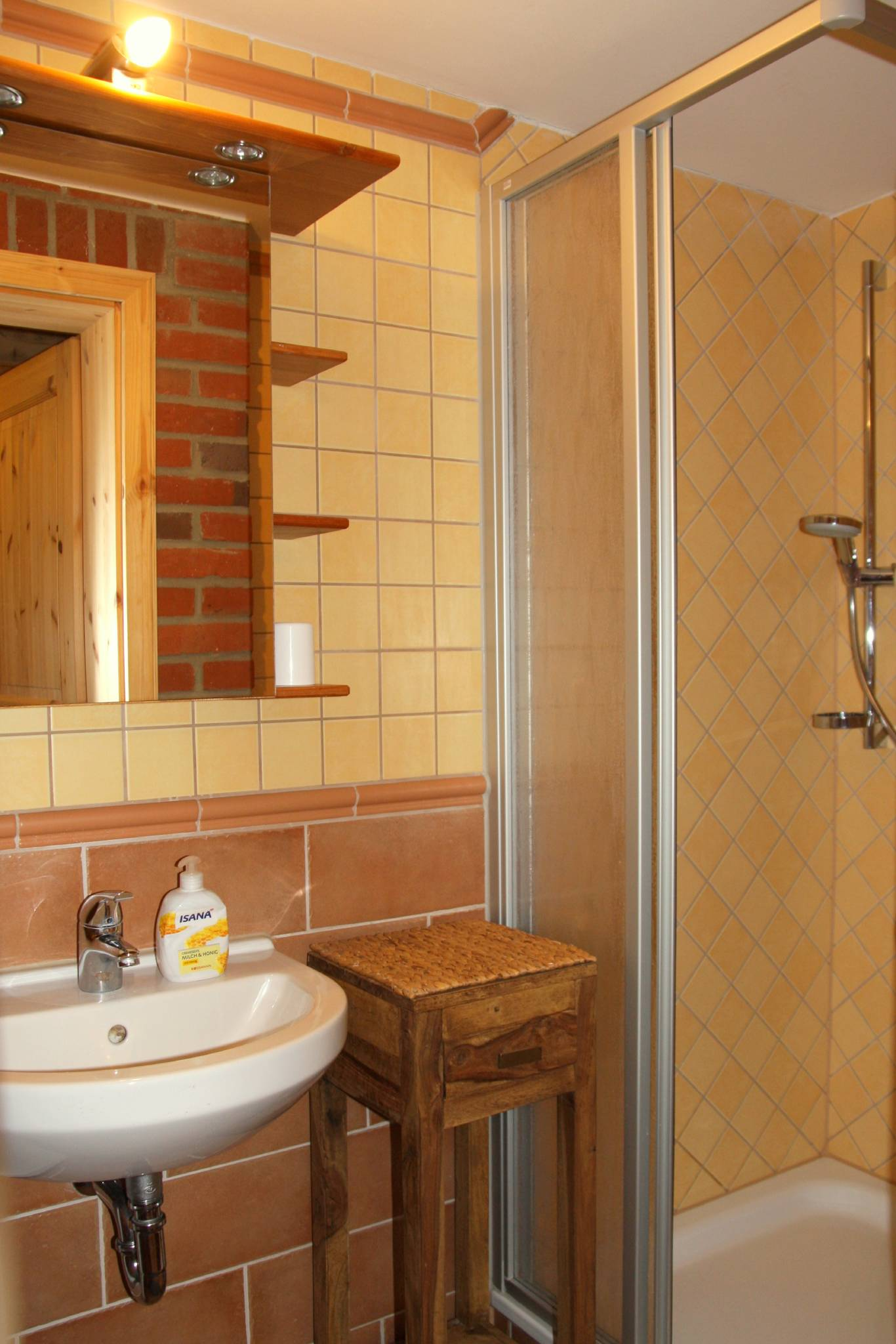 PROVENCE - Bad mit Fenster/Dusche/WC