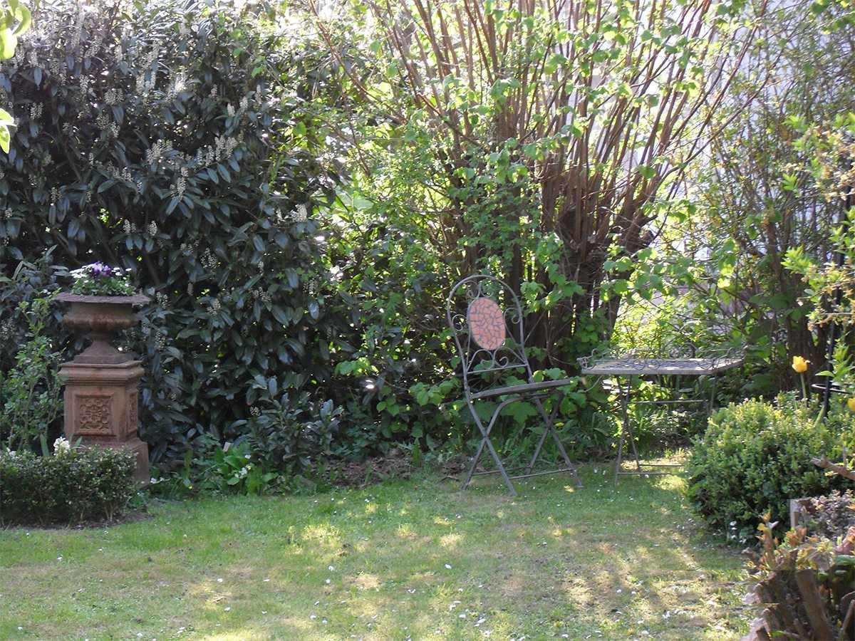 Der Garten lädt zum Entspannen ein