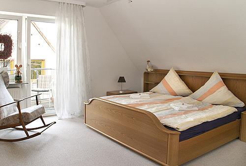 Schlafzimmer mit Zugang West Balkon