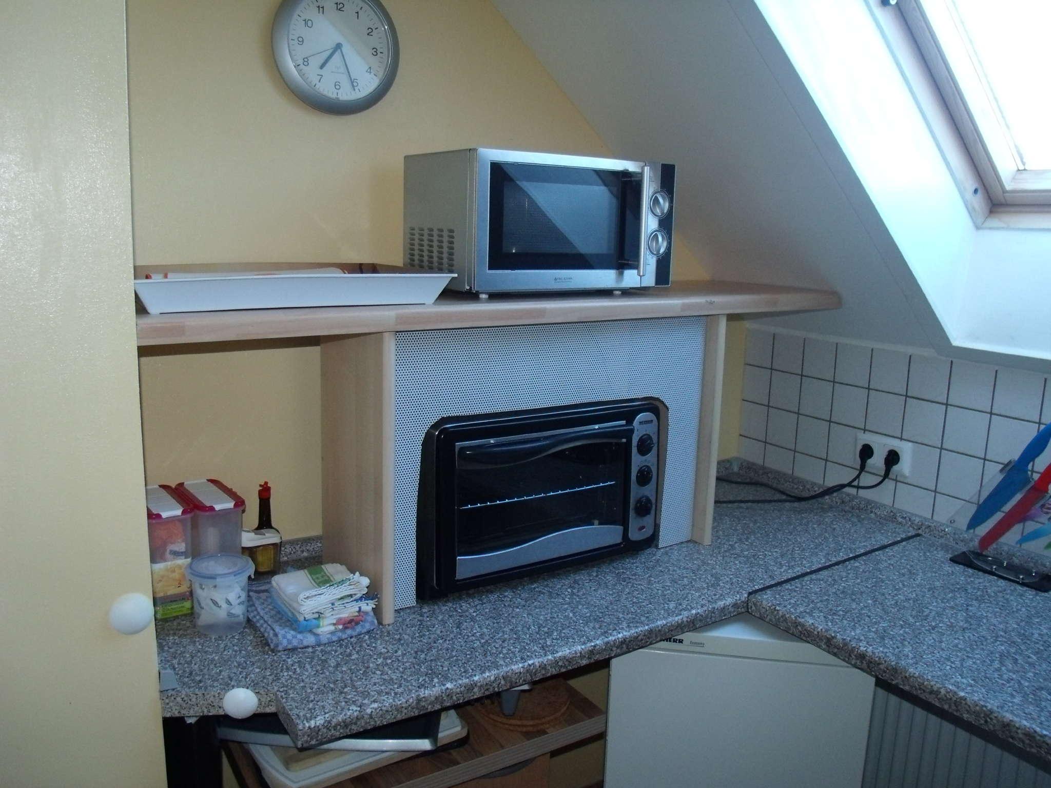 Küche links 2. Kühlschrank Backofen usw.
