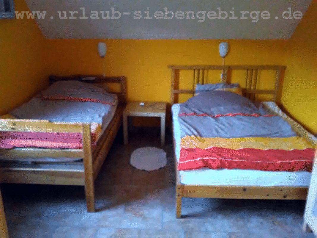 Schlafzimmerbett 140 cm breit