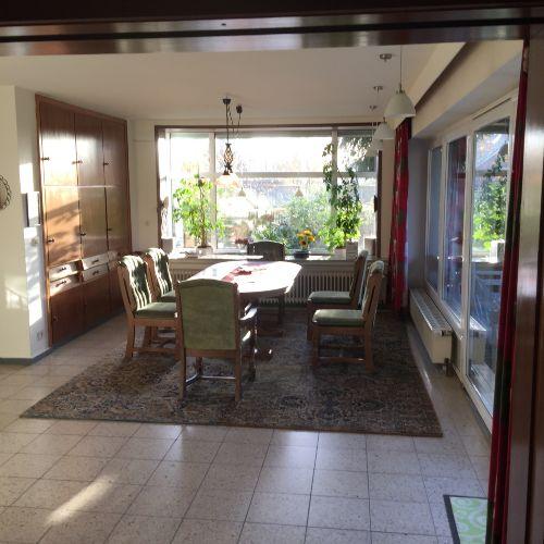 Wohnzimmer mit Blick auf Extrabett
