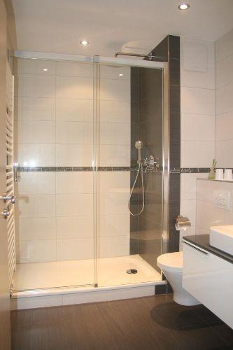 Badezimmer mit Dusche - Ansicht 1