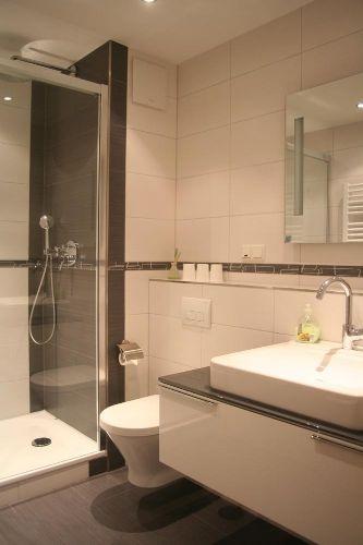 Badezimmer mit Dusche - Ansicht 2