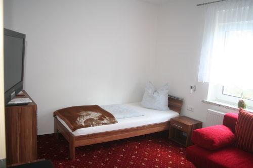 Einzelbett im Wohn- /Schlafzimmer