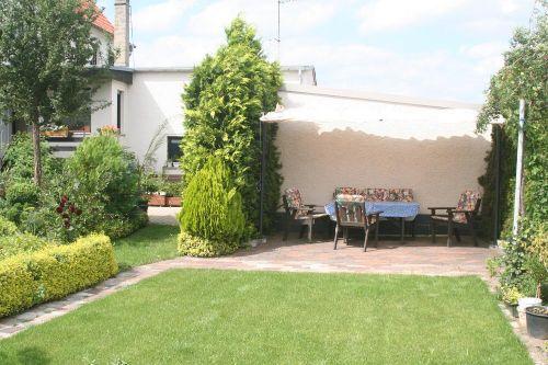 Sitz- und Grillplatz im Garten