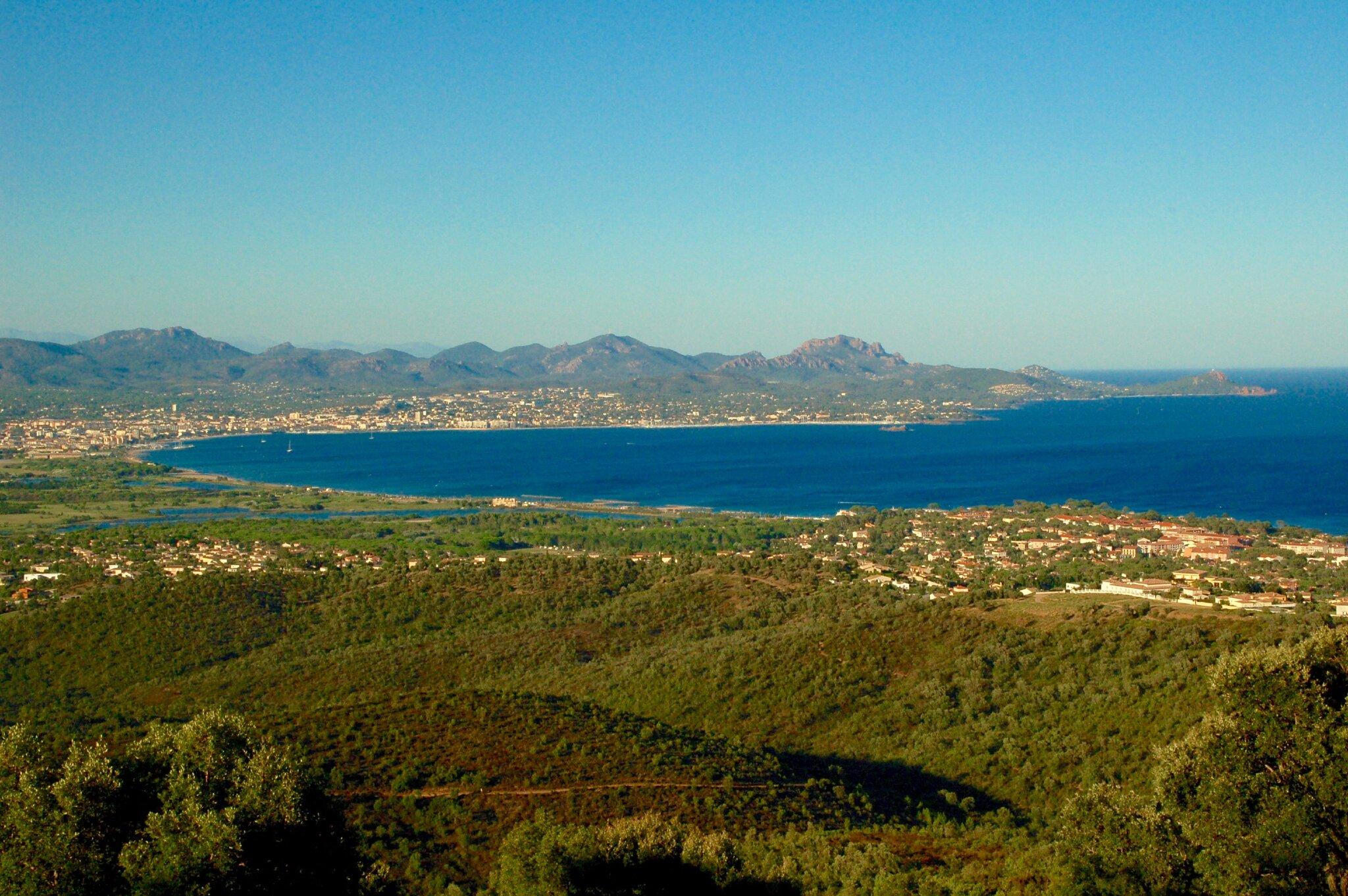 Hafen und langer Strand von St. Aygulf