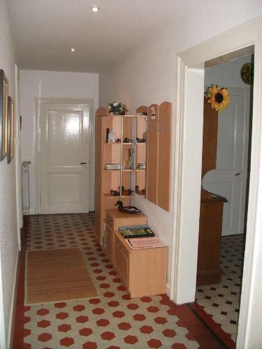 Flur mit Garderobe und Info-Center