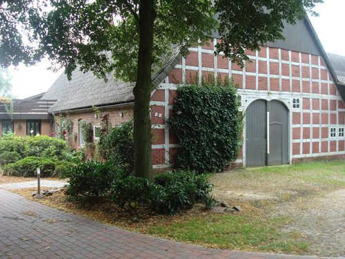 Gebäude mit Vorhof