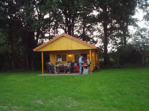 Gartenhaus zum Feiern und Grillen