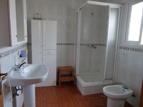 Bad mit Dusche, Bidet und WC