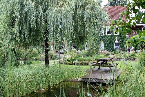 Sitzplatz am Teich